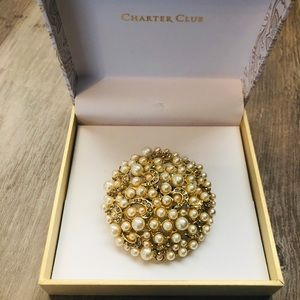 New Charter Club large round gold tone brooch